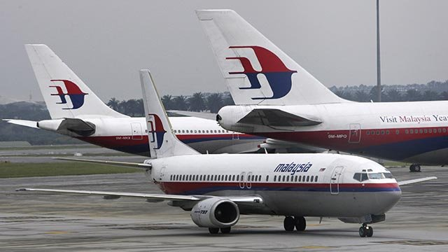 Passenger planes of Malaysia's national flag carrier, Malaysian Airline System Bhd (MAS), sit in the tarmac at Kuala Lumpur International Airport in Sepang, outside Kuala Lumpur, Malaysia, Wednesday, Dec. 6, 2006.  (Credit: AP Photo / Vincent Thian)
