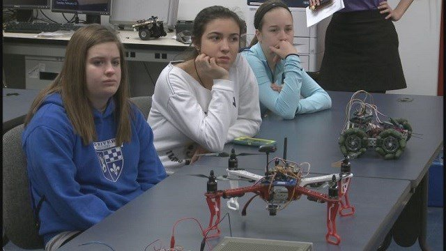 Students learn about engineering opportunities. (Credit: KMOV)