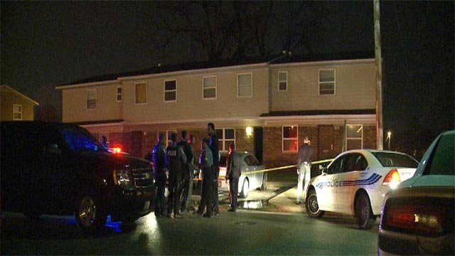 Numerous officers were seen at the Ernest Smith Senior Housing Complex on Tudor Avenue Wednesday night (Credit: KMOV)