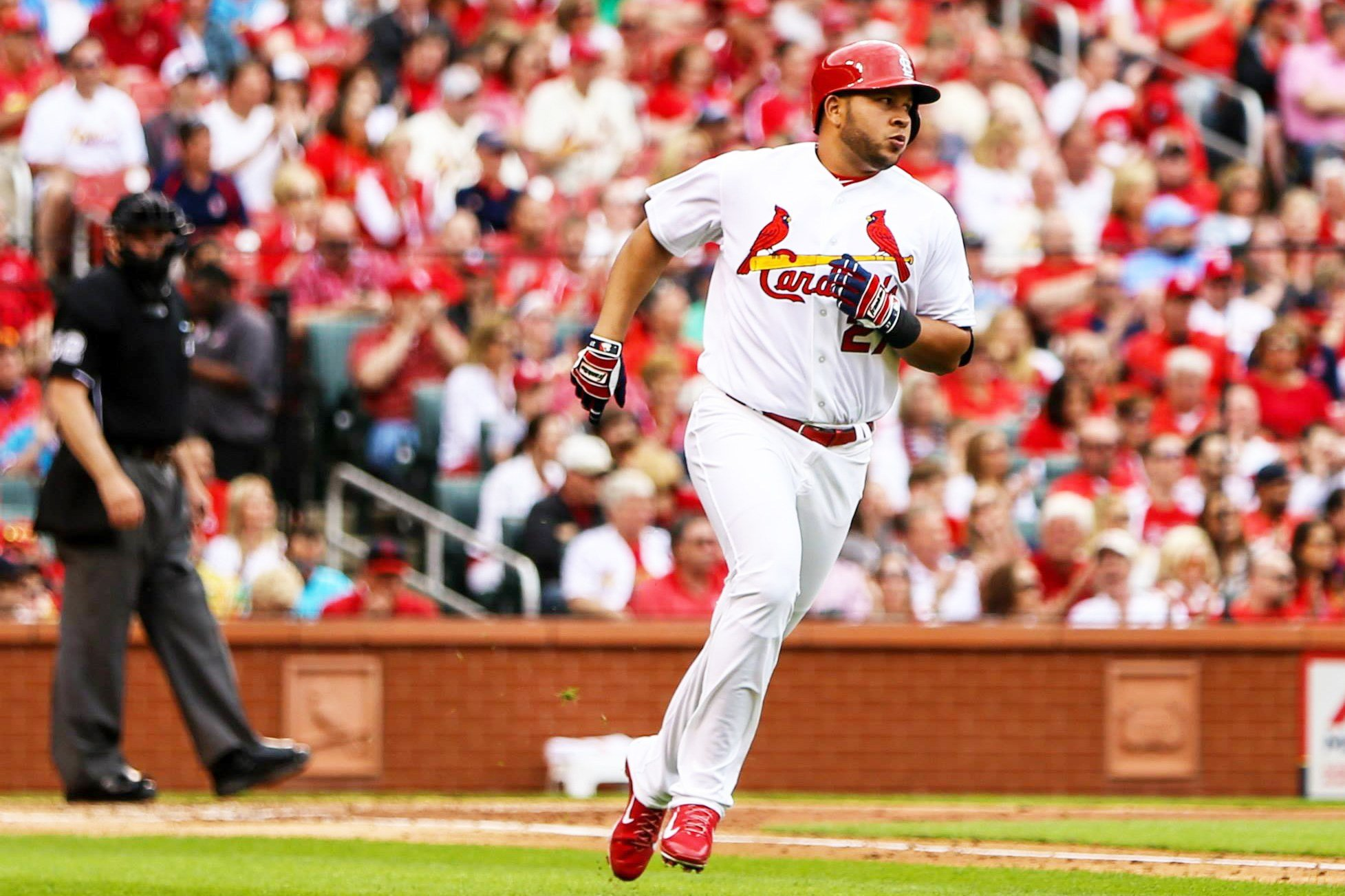 Jhonny Peralta running during a game at Busch Stadium (Credit: Zach Dalin)