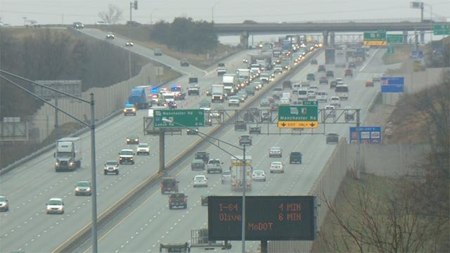 A crash caused delays on southbound I-270 at Manchester Thursday morning (Credit: KMOV)