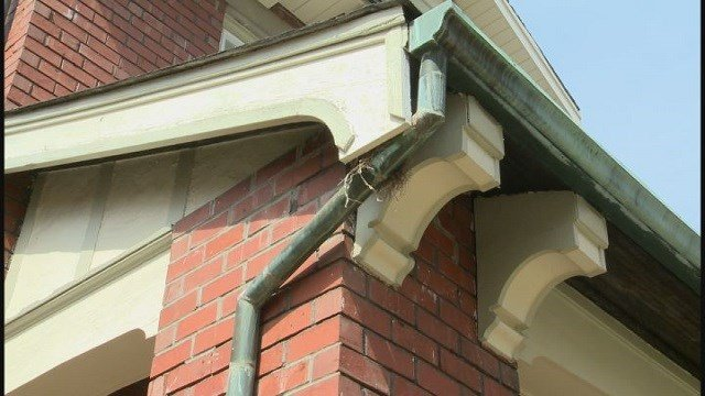 Copper gutters being stolen in University City, police say (Credit: KMOV)