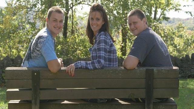 Brad (L), Gina & Cole (Credit: Family photo)