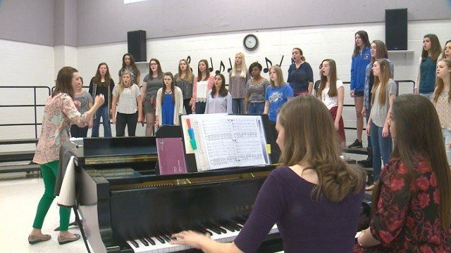 Francis Howell students rehearse for their Carnegie Hall performance. (Credit: KMOV)