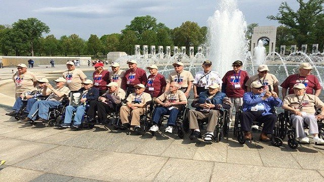 World War II veterans take a group photo at the World War II Memorial. (Credit: Steve Savard/KMOV)