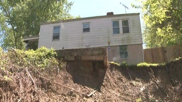 Tyrone Rice's home is sliding down this cliff, caused in part by December 2015 flooding. (Credit: KMOV)