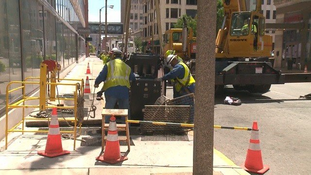 New transformer being installed after an underground explosion in downtown St. Louis on June 28 (Credit: KMOV)