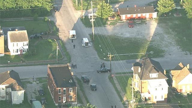 Skyzoom 4 over the 1600 block of Gaty in East St. Louis Monday (Credit: KMOV)