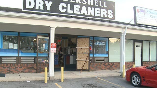 A suspect broke into this Hazelwood dry cleaning business Wednesday (Credit: KMOV)