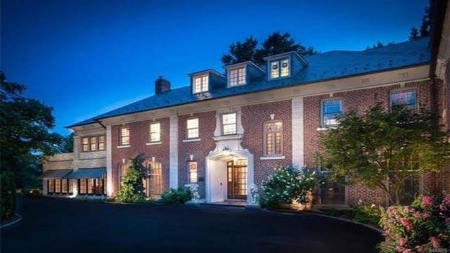 Exterior of Brett Hull's Brentmoor mansion (Photo Credit: Steven B. Smith)