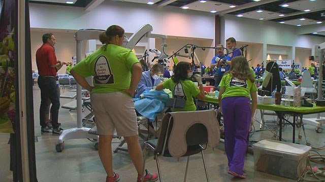 Free two-day dental clinic in Collinsville, Ill. (Credit: KMOV)