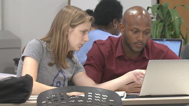 LaunchCode offers coding class to minorites. (Credit:KMOV).