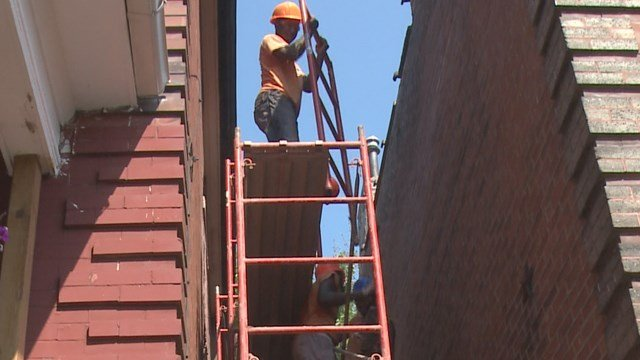 The Harambee Youth Training Program gets kids off the streets and teaches them how to tuckpoint (Credit:KMOV).
