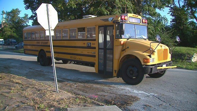 A bus stopped at a sign (Credit: KMOV).