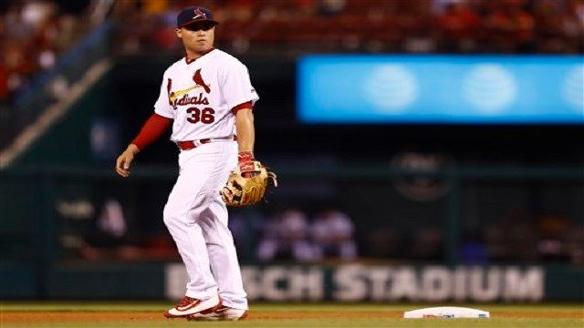 St. Louis Cardinals shortstop Aledmys Diaz walks back to his position during a baseball game against the Los Angeles Dodgers, Sunday, July 24, 2016, in St. Louis. The Dodgers won the game 9-6. (AP Photo/Billy Hurst)