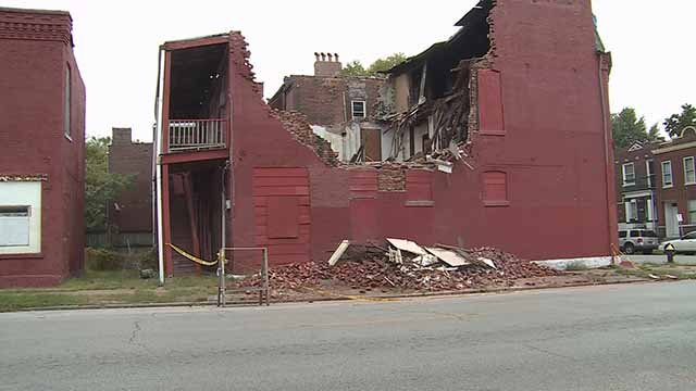 A neighbor wants this building in Dutchtown torn down, but the city has yet to do so. Credit: KMOV