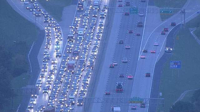 Traffic backup on SB I-270 Monday (Credit: KMOV)