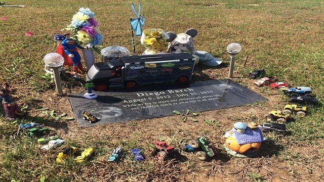 Thieves recently stole toys left on the grave of a little boy buried at a cemetery in Sullivan (Credit: KMOV).