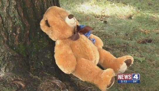 A memorial at the scene of the deadly shooting (KMOV)