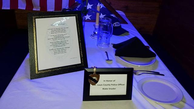 Table set at the Texas Roadhouse in Kirkwood for Ofc. Snyder (Credit: Lauri Ann / Facebook)
