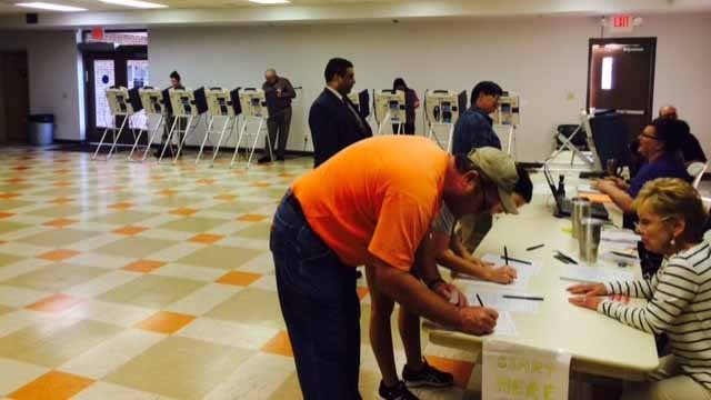 Voters cast ballots on Nov 1, one week before Election Day. Credit: KMOV