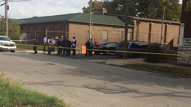 Police in the 1900 block of Winnebago after a man was shot and killed (Credit: Rob Sneed / News 4)