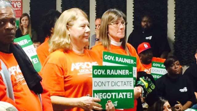 Illinois state workers rallied in Caseyville, urging Gov. Bruce Rauner to fairly negotiate a new contract. Credit: KMOV