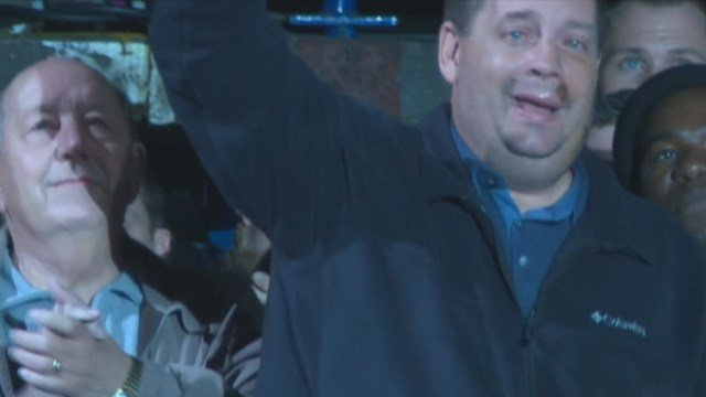 Sgt. Lake received a standing ovation at Guns 'N Hoses. (Credit: KMOV).
