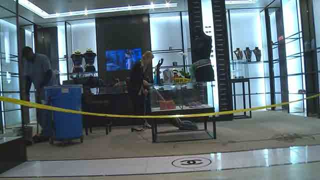 "Thieves stole several Chanel handbags from the Saks Fifth Avenue store in Plaza Frontenac as part of a ""smash and grab"" robbery on November 26, 2016 (Credit: KMOV)"