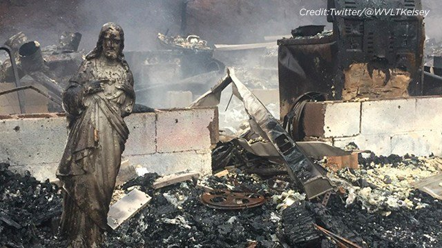 A statue of Jesus stands amid the rubble in Tennessee. (Credit: Twitter/@WVLTKelsey)