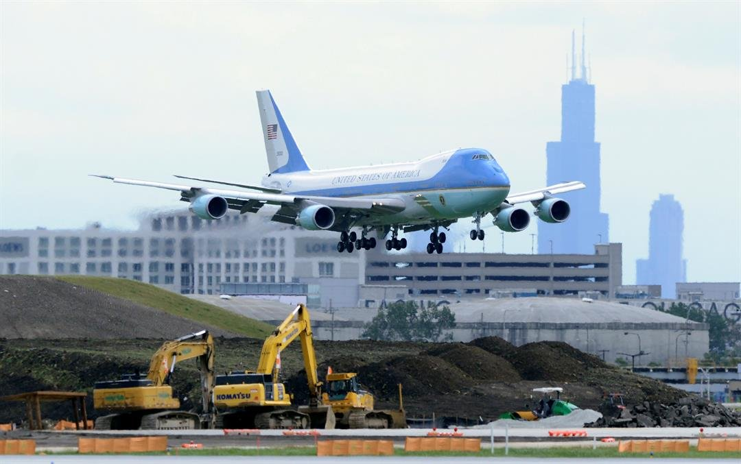Air Force One prepares to land at O'Hare International Airport Friday, Oct. 7, 2016, in Chicago. (AP Photo/Paul Beaty)