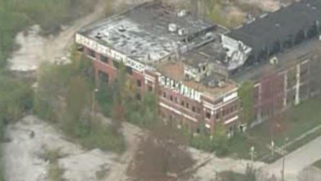A deteriorating building in St. Louis (Credit: KMOV)