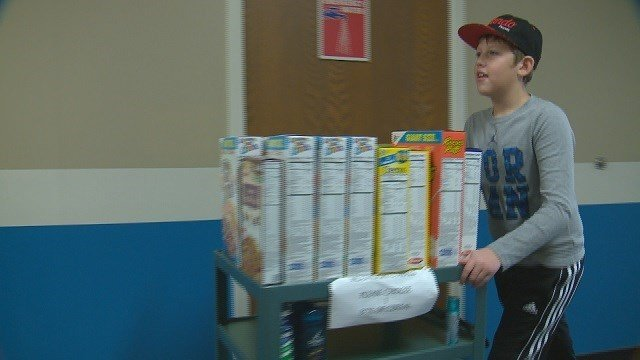 Craig Elementary students help fellow classmates by donating food. (Credit: KMOV)
