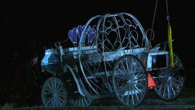 Crews pulling the carriage out of the Missouri River in St. Charles Wednesday night (Credit: KMOV)