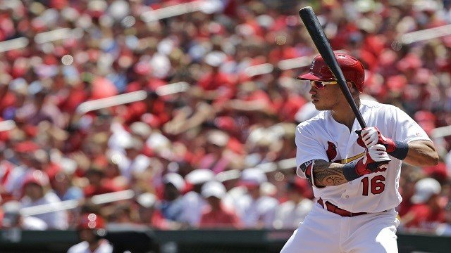 St. Louis Cardinals' Kolten Wong (16) bats in a baseball game against the Atlanta Braves, Sunday, Aug. 7, 2016, in St. Louis. (AP Photo/Tom Gannam)