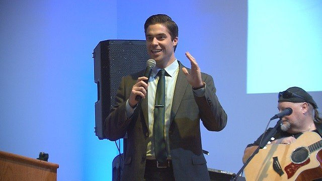 News 4's Cory Stark emcees a fundraiser for Annie's Hope. (Credit: KMOV)