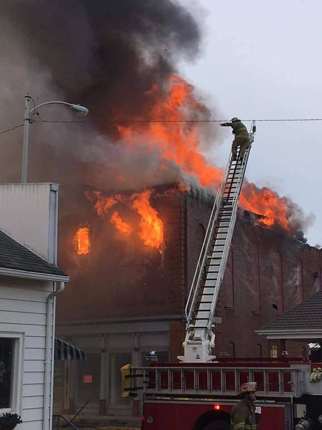 Fire on main street in White Hall (Credit: Jennifer Maurer / WICS)