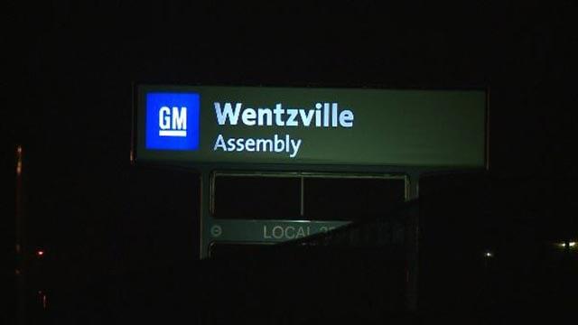 GM Wentzville sign at night (Credit: KMOV)