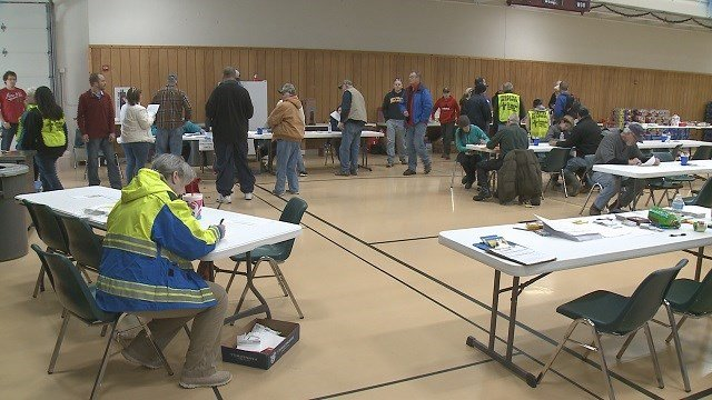 Volunteers gathering to help tornado victims in Perryville, Mo. (Credit KMOV)