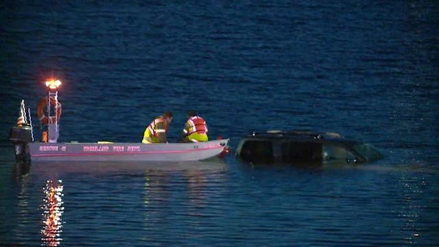 Crews working to pull an SUV from Silver Lake Thursday morning. (Credit: KMOV)