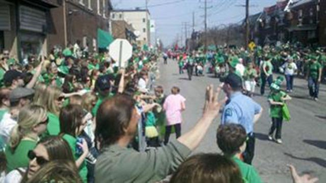 St. Patrick's Day parade crowd (Credit: KMOV)