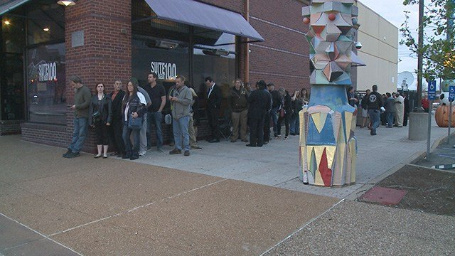 Fans began lining up around 4 a.m. to pay their final respects to Chuck Berry. (Credit: KMOV)