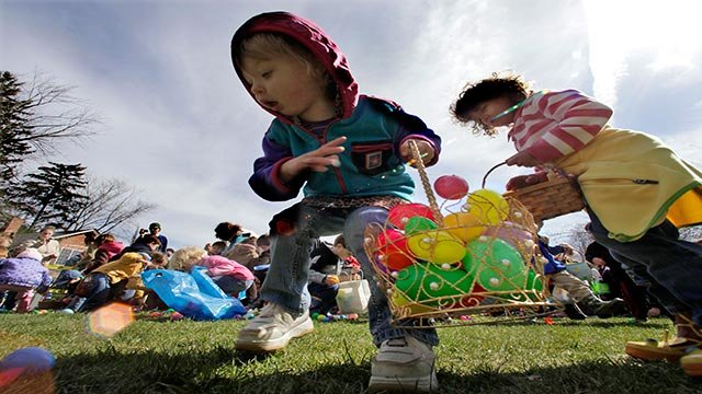 Sara Weaver, 2, tosses a plastic egg in her basket (AP Photo ? Amy Sancetta)