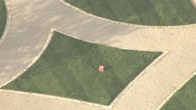 Skyzoom4 over suspicious package near South 10th Street in downtown St. Louis (Credit: KMOV)