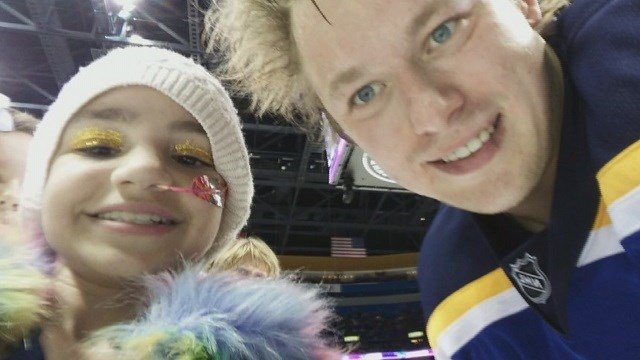 Arianna Dugan with her favorite player, Vladimir Tarasenko. (Credit: St. Louis Blues)