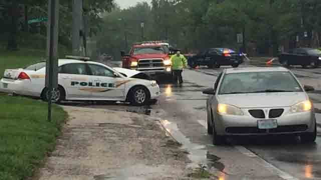 A Hazelwood police officer was injured in a crash on North New Florissant Road on April 28, 2017. (KMOV)