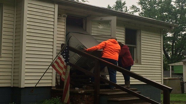 The Lutheran Methodist Church teamed up with Salvation Army to help Eureka residents. (Credit: KMOV)