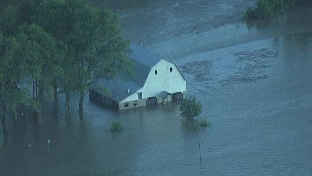 Skyzoom4 over flooding in Old Monroe Monday morning (Credit: KMOV)