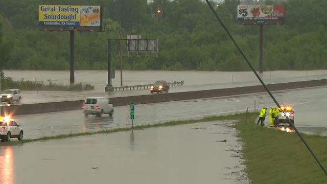 Vehicles driving on I-55 (Credit: KMOV)