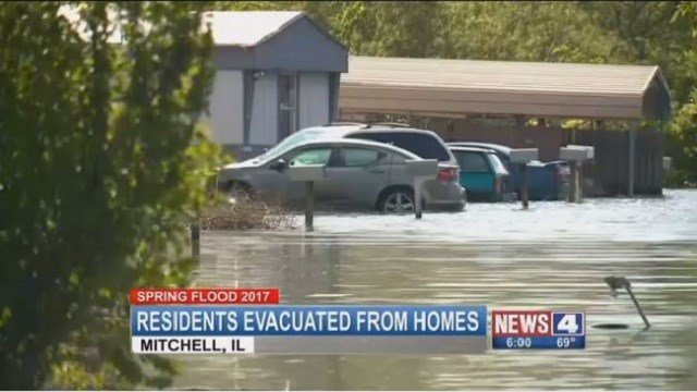 The mobile home park in Mitchell, Ill. without power after floods. (Credit: KMOV)
